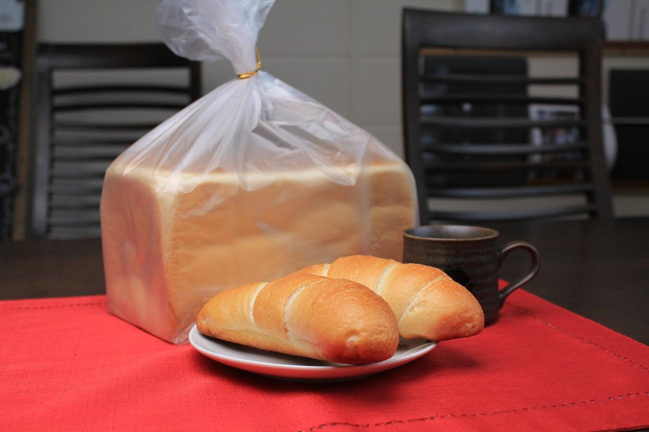 画像1: なかしべつ生食パン&塩パンセット (1)